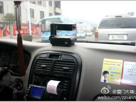 温馨:厦门的士司机为救人闯红灯、切线