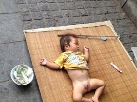 残忍:鼓浪屿上利用婴儿乞讨的人渣