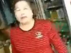 台湾很火的阿嬤台语骂街 笑屎了