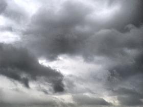 心理降温法:日光岩顶,雨前的景色