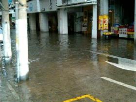 厦门天文大潮:轮渡低洼处海水倒灌
