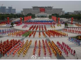 老年人威武:厦门4000多老年人齐聚海沧展示健身