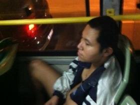 厦门公交车变态 男子不穿裤子狂打飞机