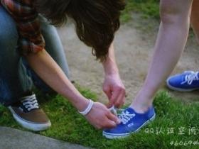 闽南语笑话:系鞋带