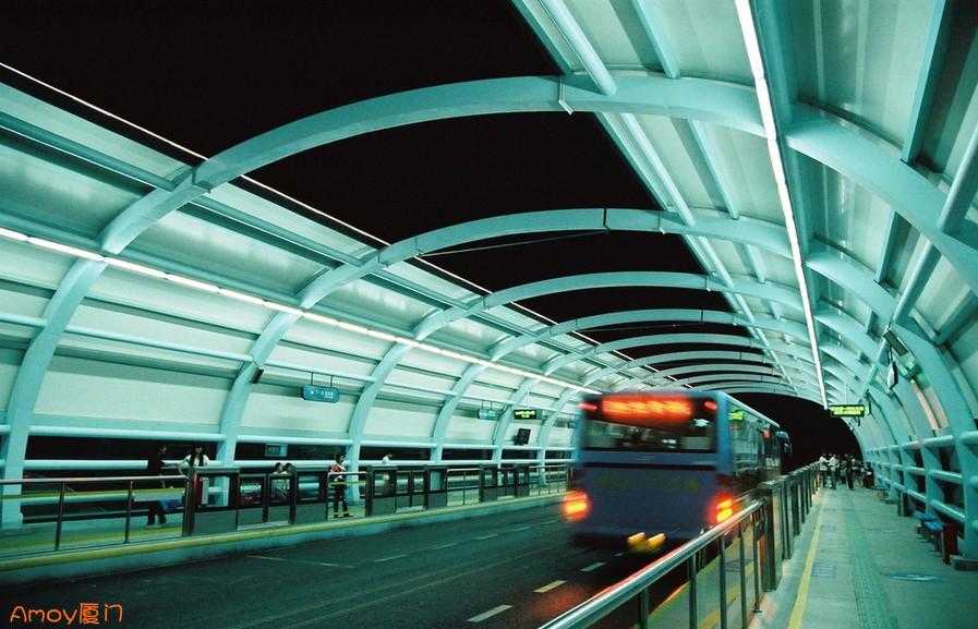 厦门BRT上乘客与司机冲突,乘客欲跳车