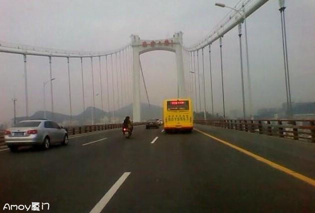 海沧大桥惊现摩托哥·桥上狂飙