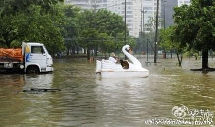 大水来了 天津人民玩得还真happy
