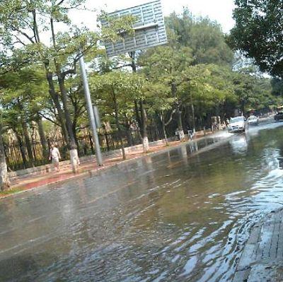 晴天也有洪水:海水倒灌厦门多处道路被淹