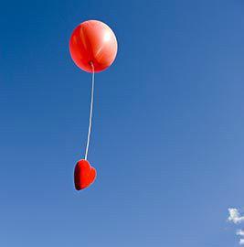 史上最大悲剧:求婚不成 5万元钻戒跟着气球飞了