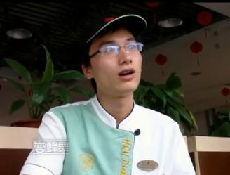 """华大餐厅励志""""打饭哥""""走红"""