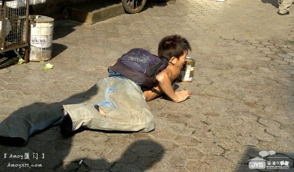 """厦门职业乞丐现形记:用镜头卸下""""乞丐""""的伪装"""