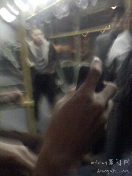 厦门公交再现奇葩 车上拉屎还袭击乘客