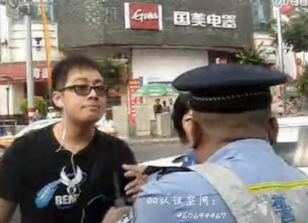视频:厦门惊现耐心警察哥和闯红灯的愤怒少年