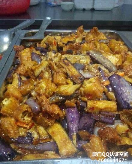 华厦职业学院食堂惊现:大白菜炒油条暗黑料理